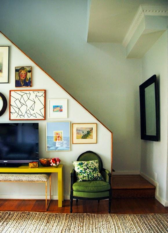 http://littlegreennotebook.blogspot.com/2013/01/how-to-strip-vintage-furniture.html?m=0