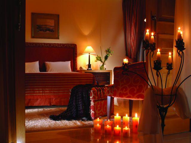 تزيين غرفة النوم بالشموع بطريقة رومانسية ومثيرة | إبداع للأثاث