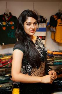 Sakshi-Chowdary-Stills-in-Saree-at-Kalamandir-Opening