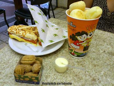 Rei do Mate: Super Dog na Baguete com Parmesão, porção de Mini Churros e Copão de Pão de Queijo