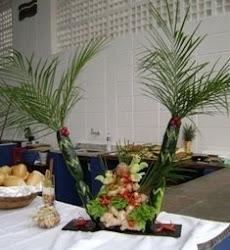 Coqueiro de Pepino com arranjo de passarinhos de chuchu, flor de pimenta e rochas de gengibre