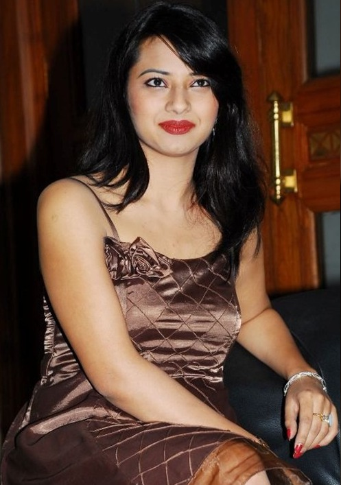 Latest Sweet Stills Isha Chawla in Cool Saree Sexy