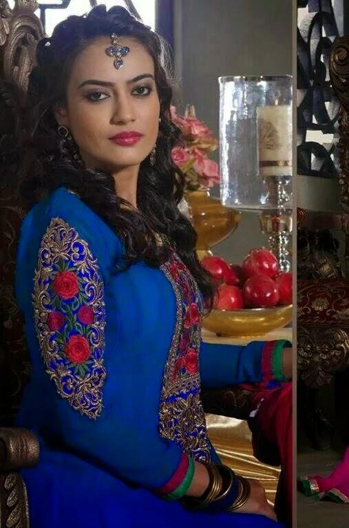 фото актрисы сурбхи джиоти голой нижнем белье