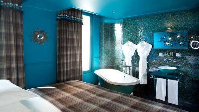 Interiors by the city hotel original by stella cadente - Salle de bains originale ...
