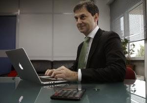 O Θεοχάρης έφτιαξε ...twitter στη Γενική Γραμματεία Δημοσίων Εσόδων επειδή τον ζάλιζαν μέρα νύχτα