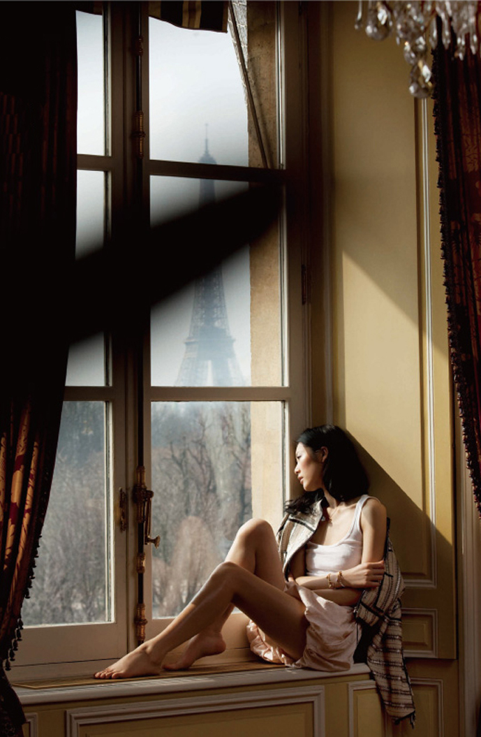 Liu Wen in A une passante Paris Shanghai (photography: Benoit Peverelli, styling: Stephanie Zhuge)