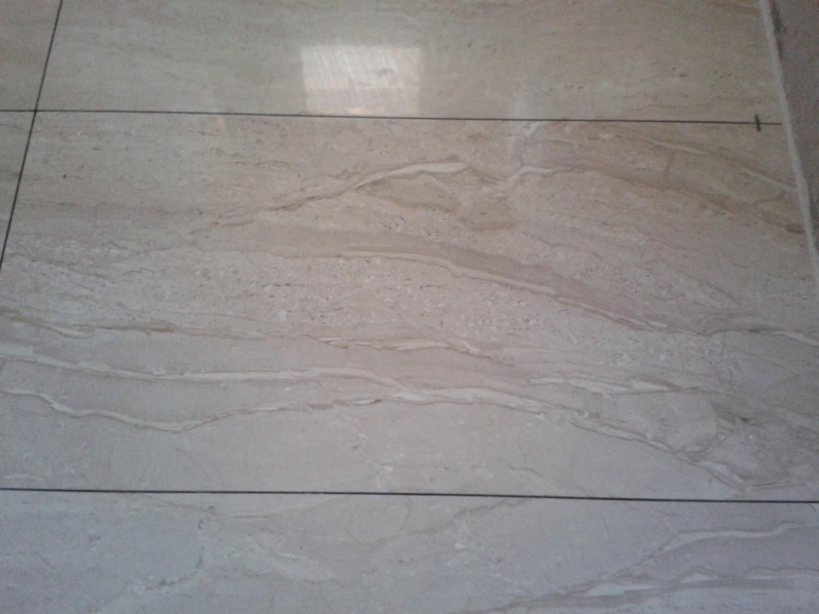 de mármores.. acho que é o travertino café imperador e branco #6E645D 1600x1200 Banheiro Com Revestimento Branco E Piso Bege