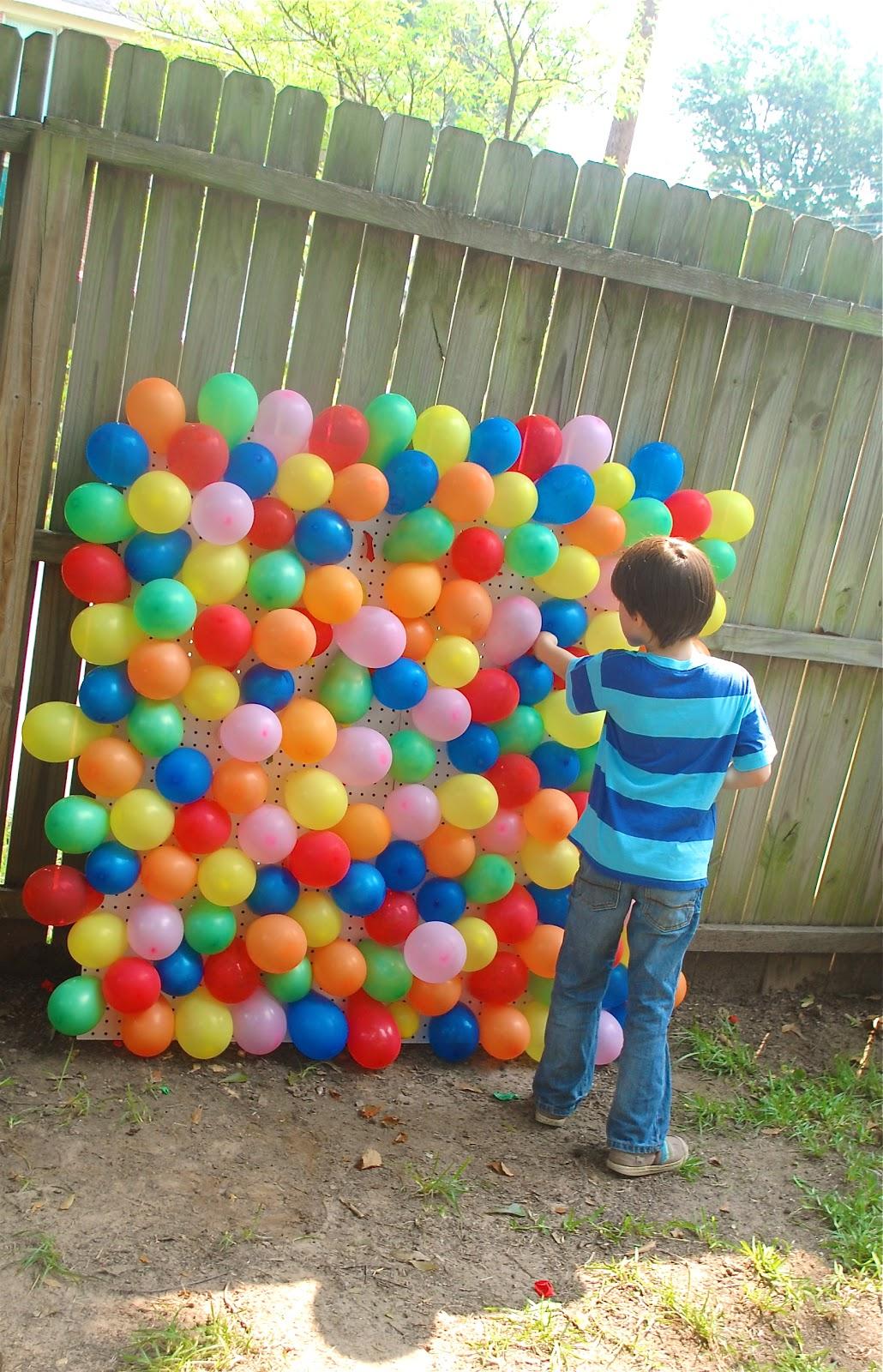 Brenotes ren e elijah 39 s carnival birthday for Balloon party games