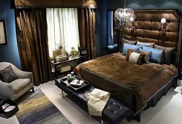 de dormitorio matrimonial con paredes azules y muebles marrones
