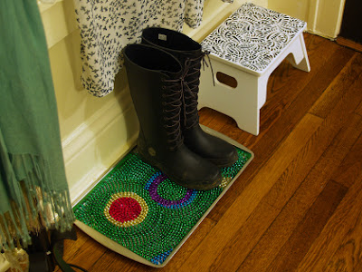 DIY boot tray for your mud room, using mardi gras beads!