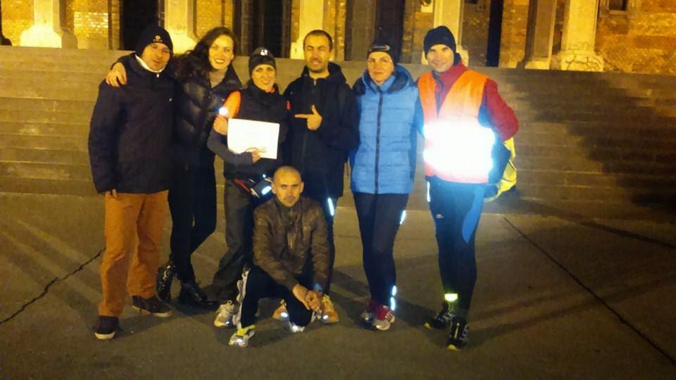 14 oameni curajoşi au alergat sâmbătă pe traseul Reşiţa - Timişoara. Află câţi au alergat distanţa de 100 km. Finish Diana Amza (Crăiniceanu)