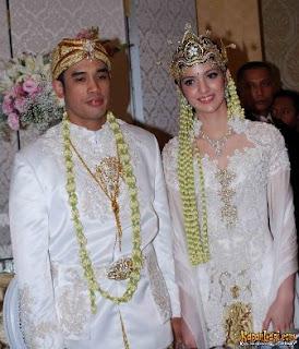 gaun kebaya pengantin artis Nia Ramadhani