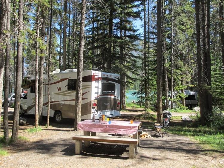 Two Jack Lakeside camping i Banff National Park