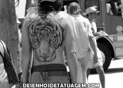 Tigre nas costas do Homem