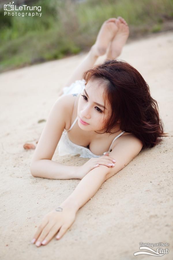 Hình ảnh đẹp thiếu nữ Joanna sexy trên bãi cát