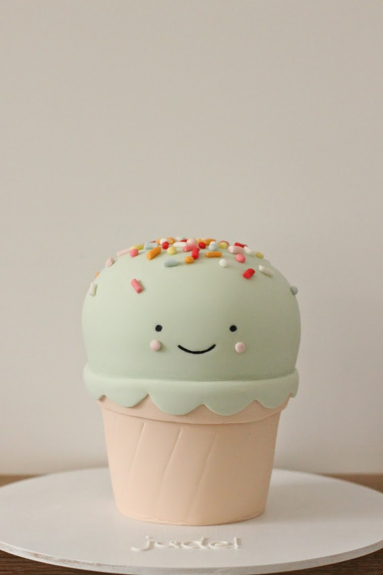 Images For Cute Cake : hello naomi