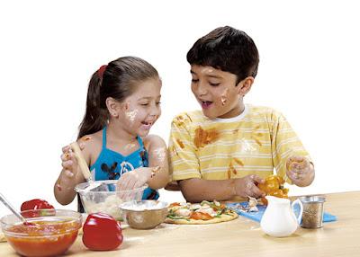Foto de niños cocinando