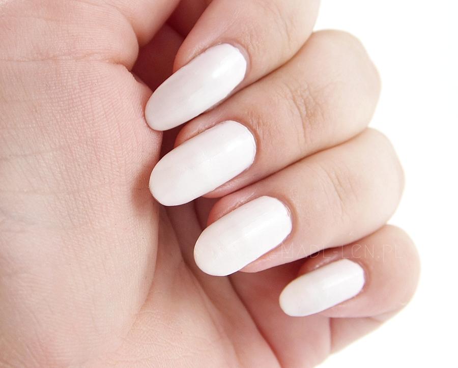 Białe paznokcie, biały lakier, Coral 08