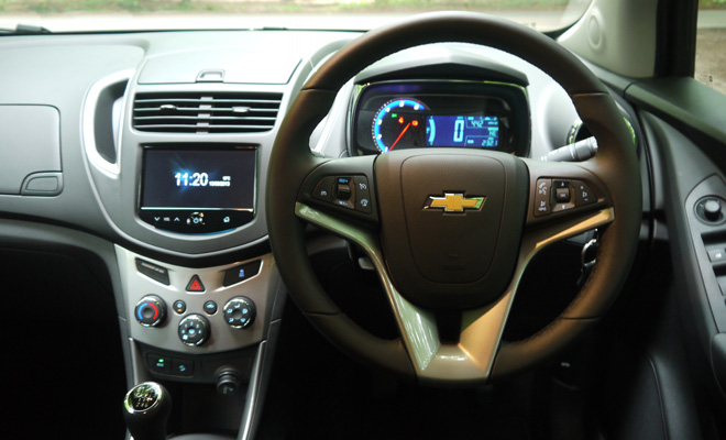 Chevrolet trax review 17 vcdi edition chevrolet trax cockpit sciox Image collections