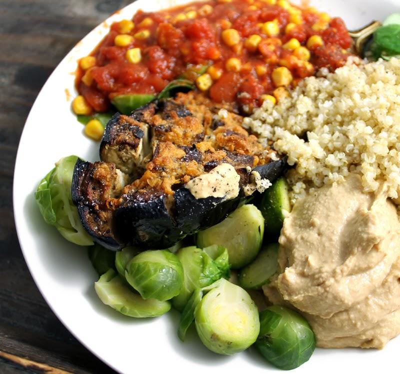 Oppskrift Grillet Ovnsstekt Aubergine Tomatsaus Hummus Quinoa Rosenkål