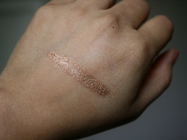 Charlotte Tilbury Eyes To Mesmerise Long Lasting Cream Eyeshadow in Bette Swatch