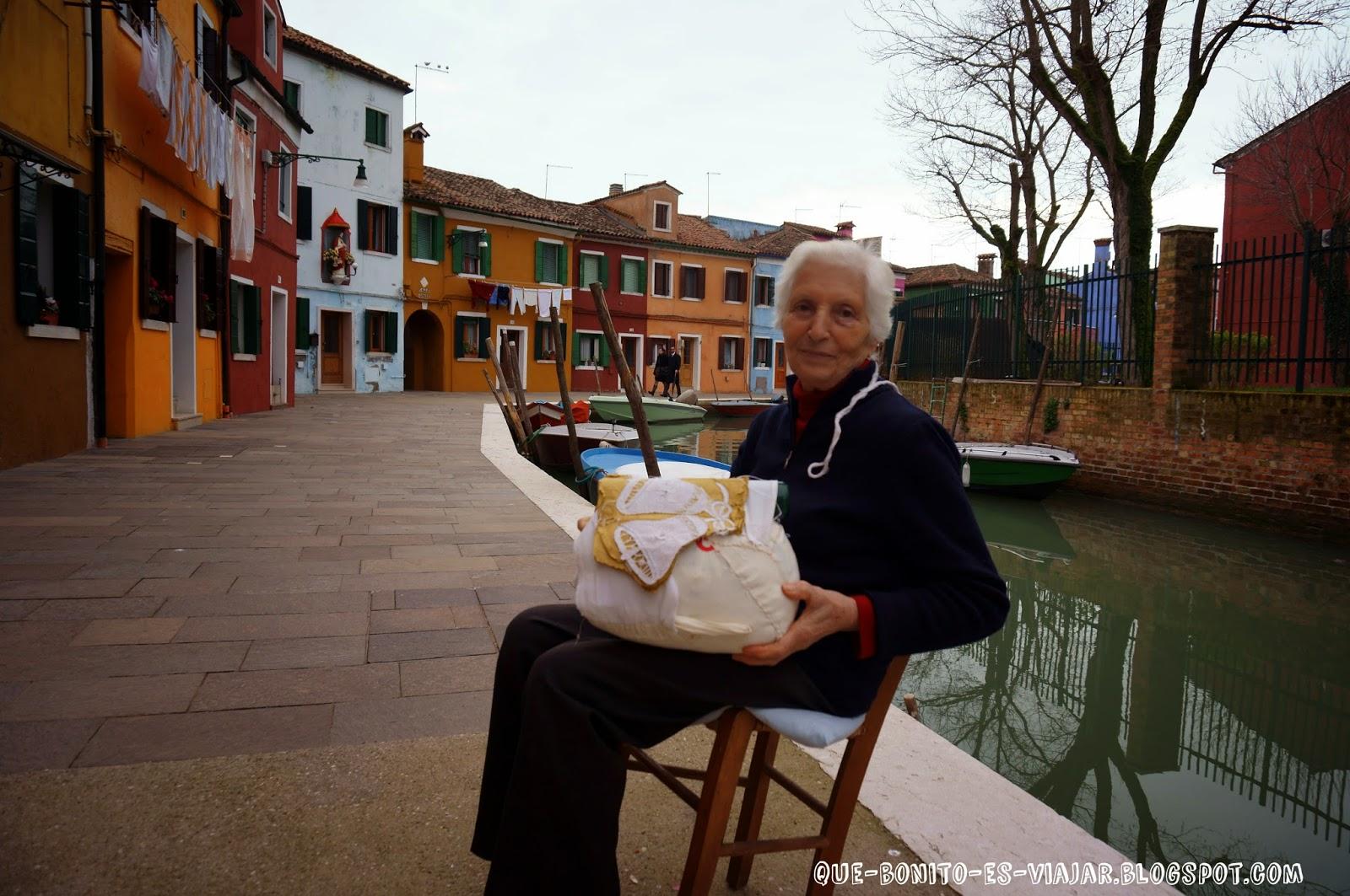 señora haciendo encaje en Burano