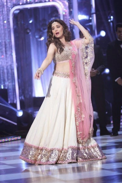 Madhuri Dancing on Jhaalak Finale