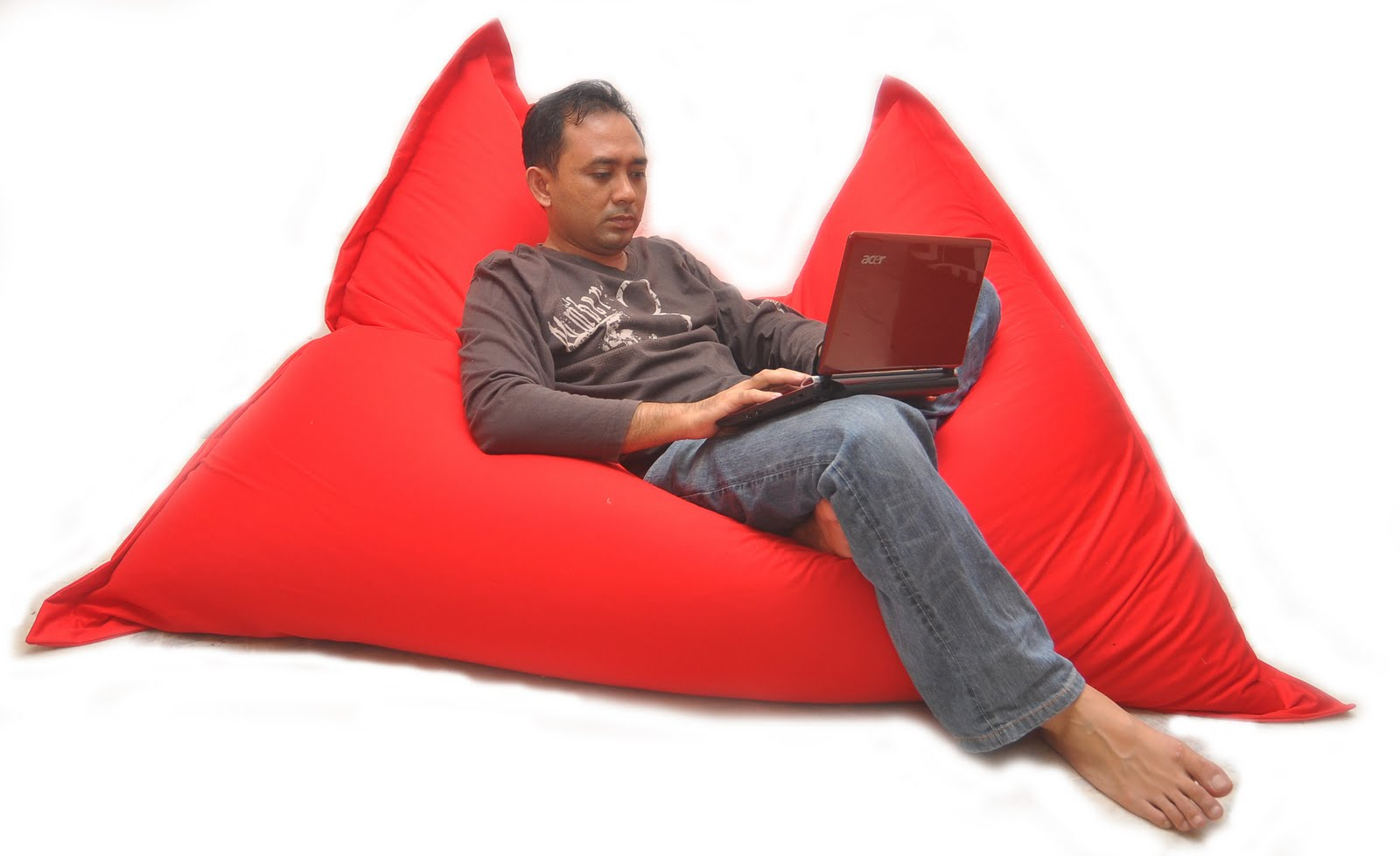 Using Designer Bean Bags For Trendy Home Decor 2015 in addition Best Pc Gaming Chairs additionally fort Research Big Joe Flip Bean Bag Chair FR1339 moreover Maximo Rieras Hippopotamus Sofa Brings The Power And Tenacity Of The River Horse To Your Living Room further Best Plastic Stack Stools. on the best bean bag chair