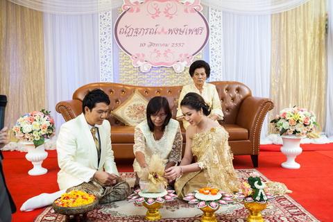 ตรวจนับสินสอดในพิธีแต่งงานแบบไทย