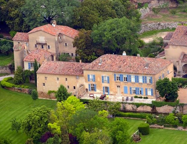 Angelina Jolie e Brad Pitt se casaram na França