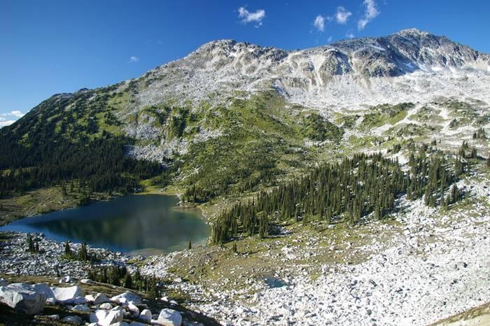 Sertsevidnoe lake Saxifrage Peak, Canada