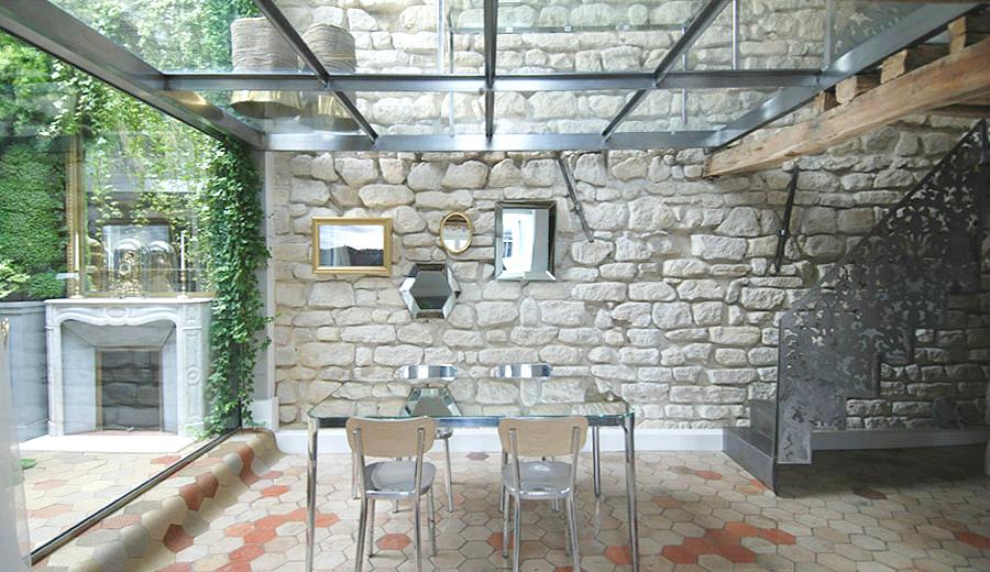 Decoración en piedra, madera y cristal by Habitan2