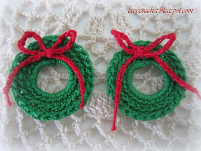Lacy Crochet Mini Christmas Wreath Free Pattern