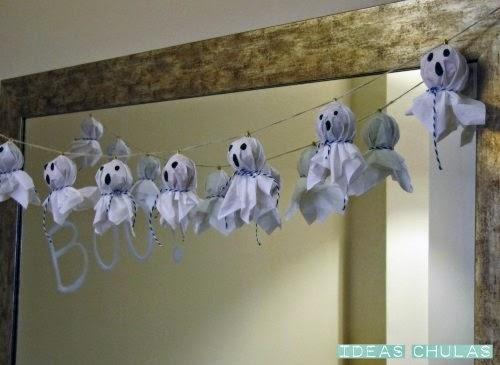 Guirnalda de fantasmas realizada con pañuelos de papel