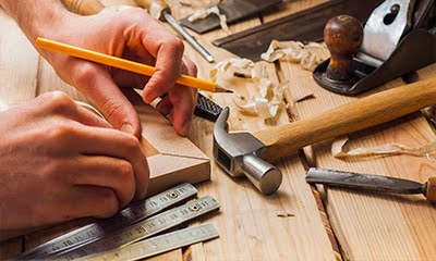 O que faz o carpinteiro