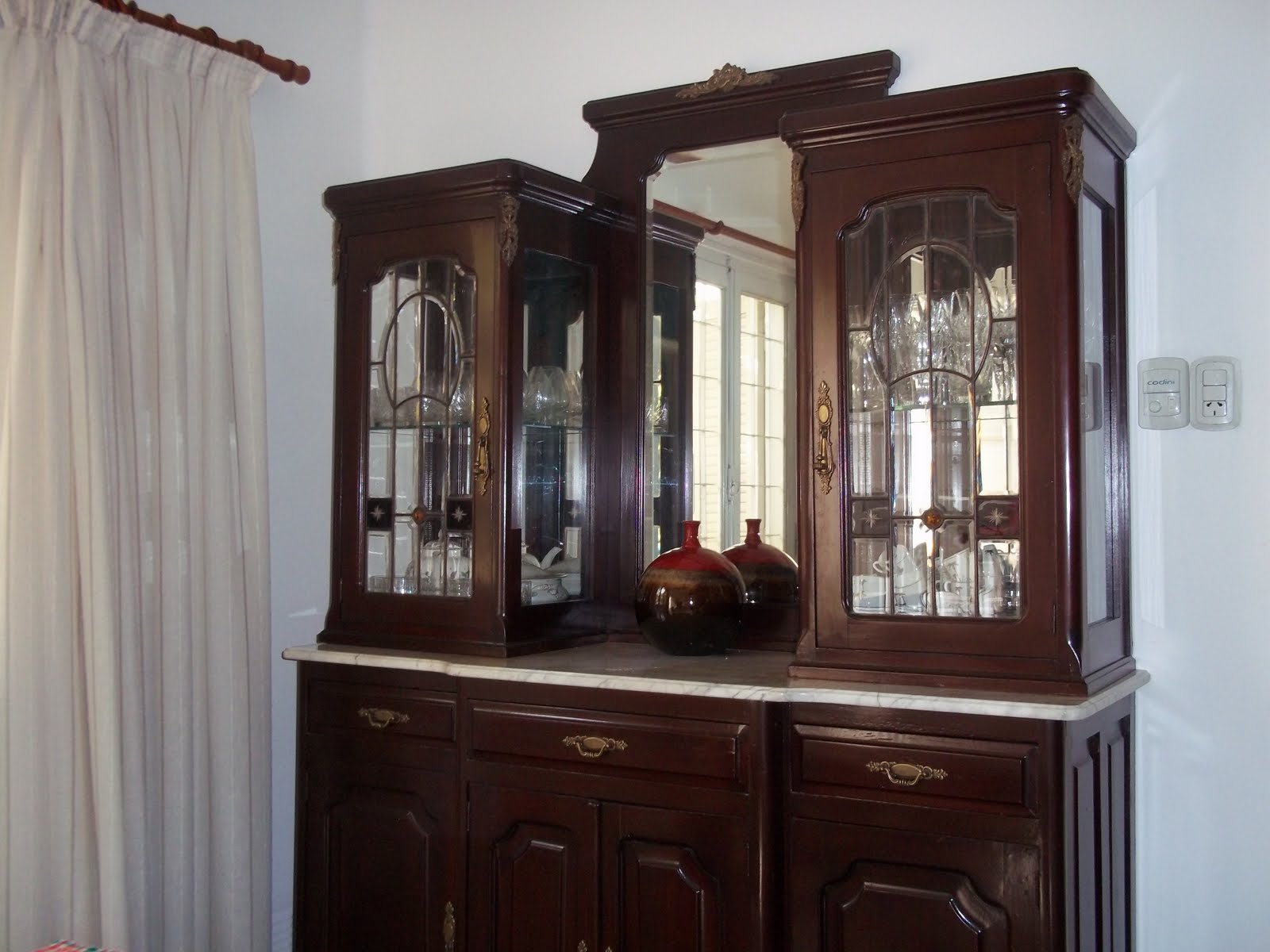 Ab muebles de dise o restauraci n de mueble vitrina antiguo for Mueble vitrina