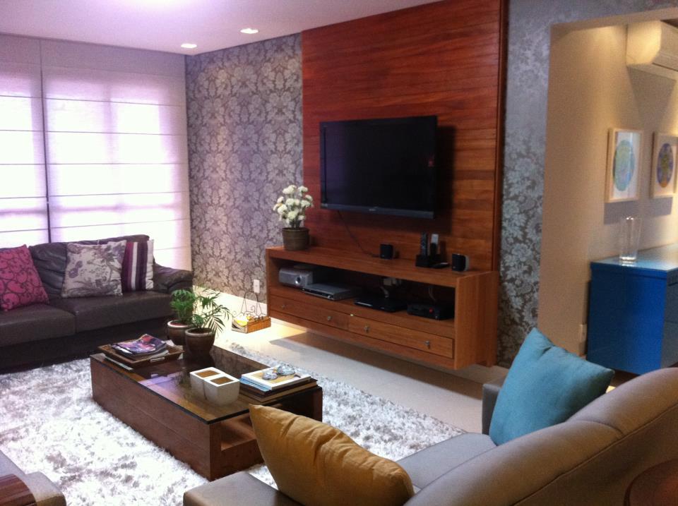 Decoracao Sala Tv Na Parede ~  Com uso de papel de parede adamascado # decoracao de sala tv na parede
