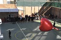 Durante todo el recreo se pudo ver un globo en forma de corazón