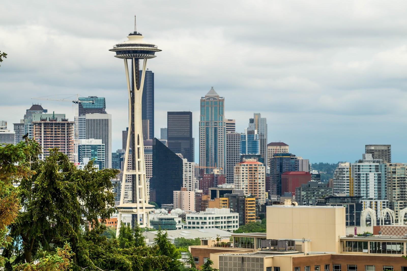 Сиэтл - один из крупнейших городов на западном побережье США, самый крупный город штата Вашингтон.