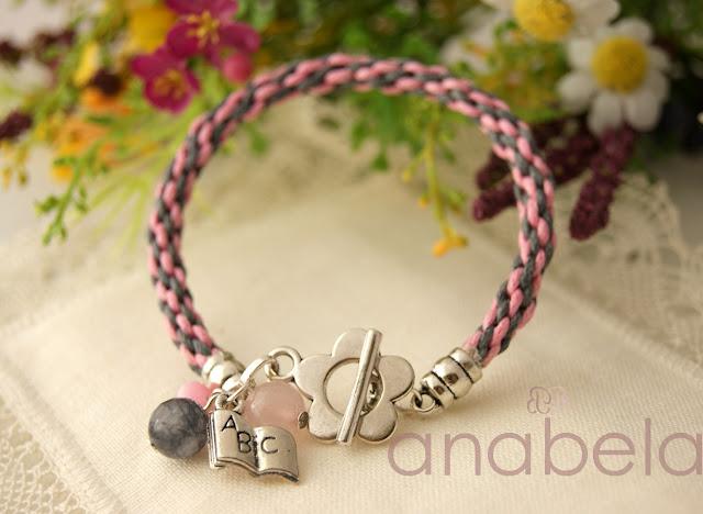 pulsera Kumihimo rosa con charm
