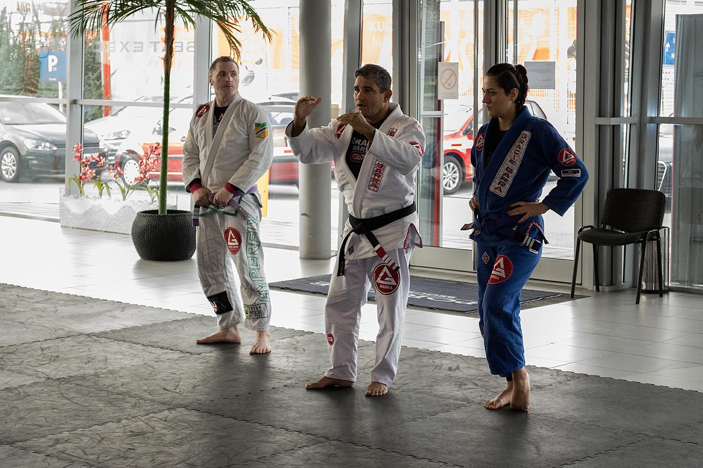 Meštre Capoeire, Danijel Brajčić i njihova koleginica na početku časa