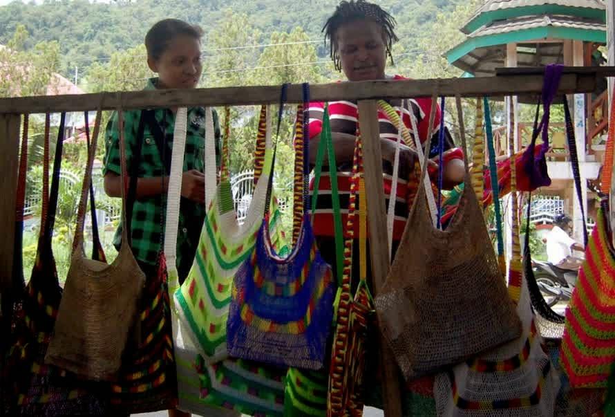 Turis Mancanegara Terpikat Noken Dari Papua