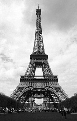 Paris Eiffel Tower Black And White | free download wallpaper