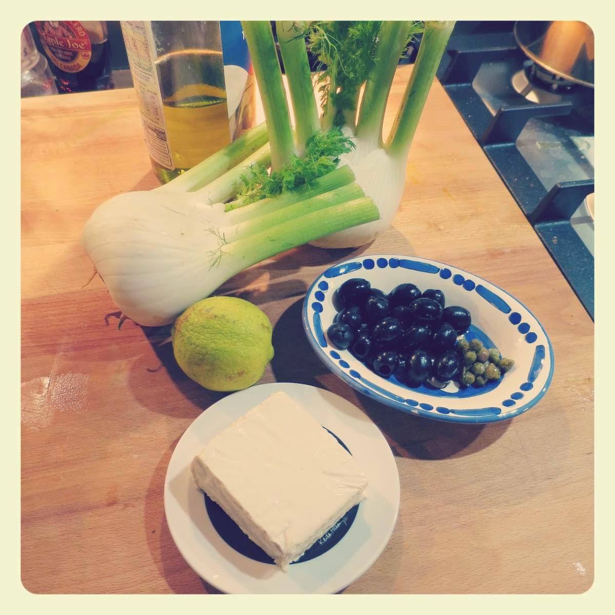 ingredienti carpaccio di finocchi con olive nere, capperi e tofu