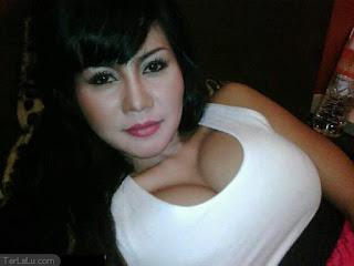 Novita Mama Abdel Artis Indonesia Seksi