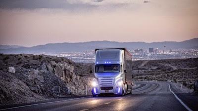أول شاحنة ذاتية القيادة
