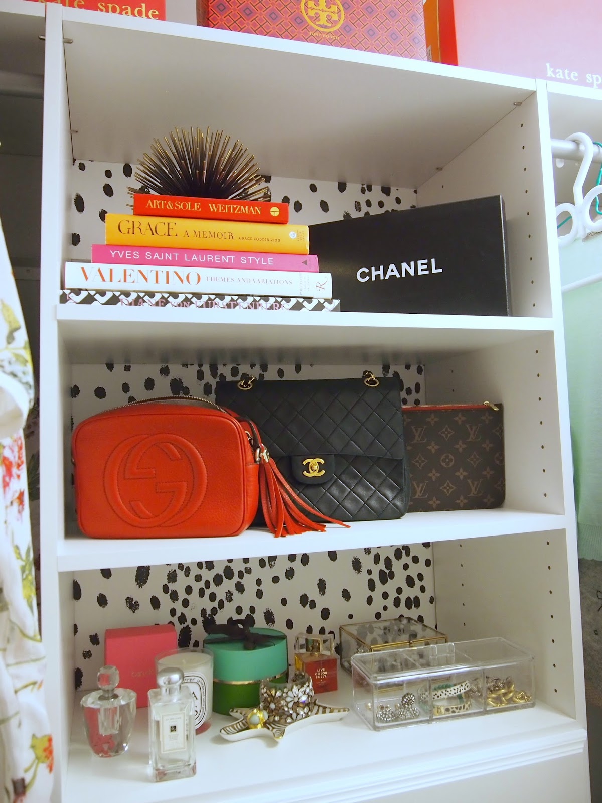 Closet reveal with home depot suburban faux pas for Wallpaper tray home depot