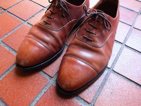 以前こちらのブログでもご紹介させていただいた、 クロケットジョーンズ【CONNAUGHT】。手持ちの靴の中で、 もっとも長く履いている靴でもあります。正月明けには、