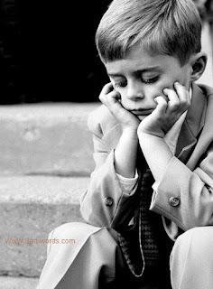 صورة ولد حزين جدا