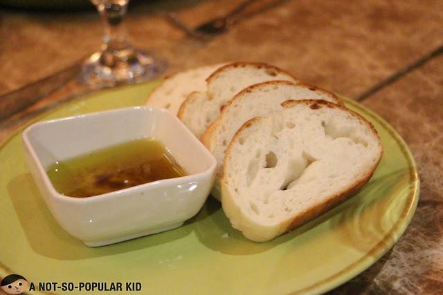 Lucia Ristorante Service Bread